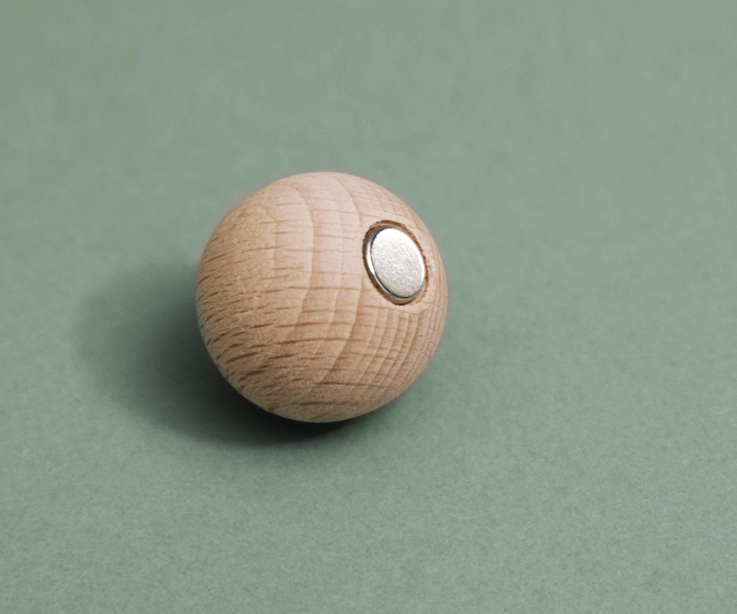 Boule aimantée bois